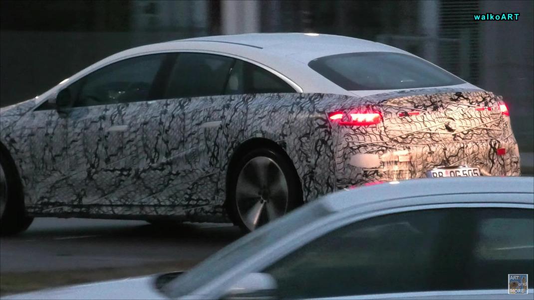 Nuova Mercedes EQS foto spia Germania