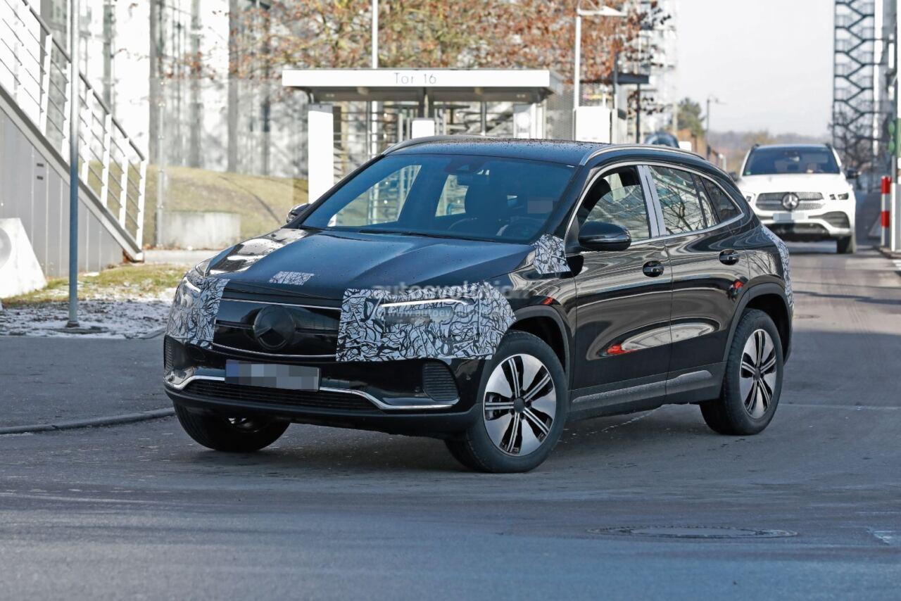 Nuovo Mercedes EQA foto spia presentazione