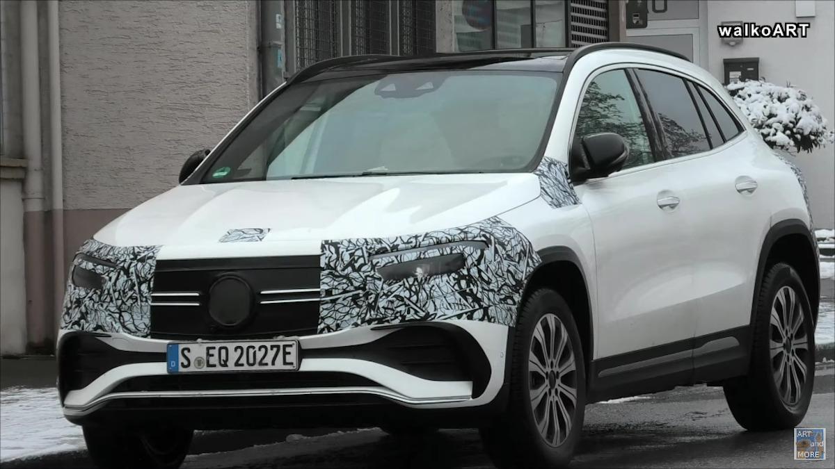 Nuovo Mercedes EQA ultime foto spia