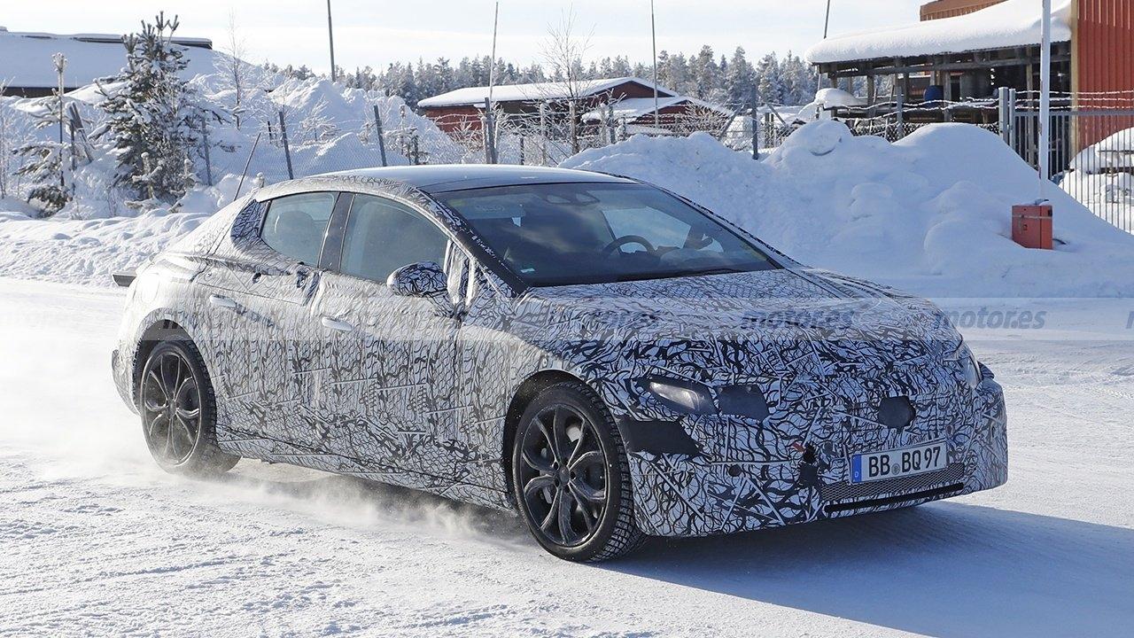 Mercedes EQE prototipo Nord Europa foto spia