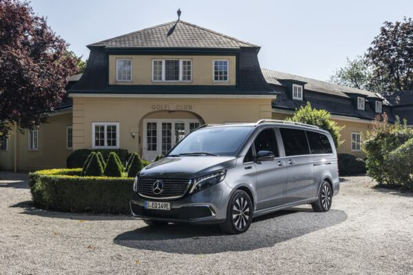 Mercedes EQV sponsor Altaroma