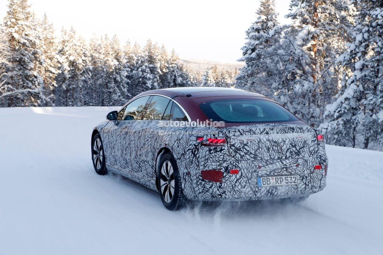 Nuova Mercedes EQS ultime foto spia