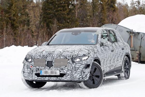Mercedes GLC 2023 foto spia Svezia