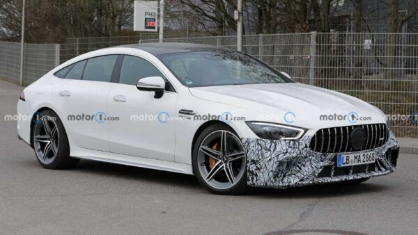 Nuova Mercedes-AMG GT 63 S foto spia restyling