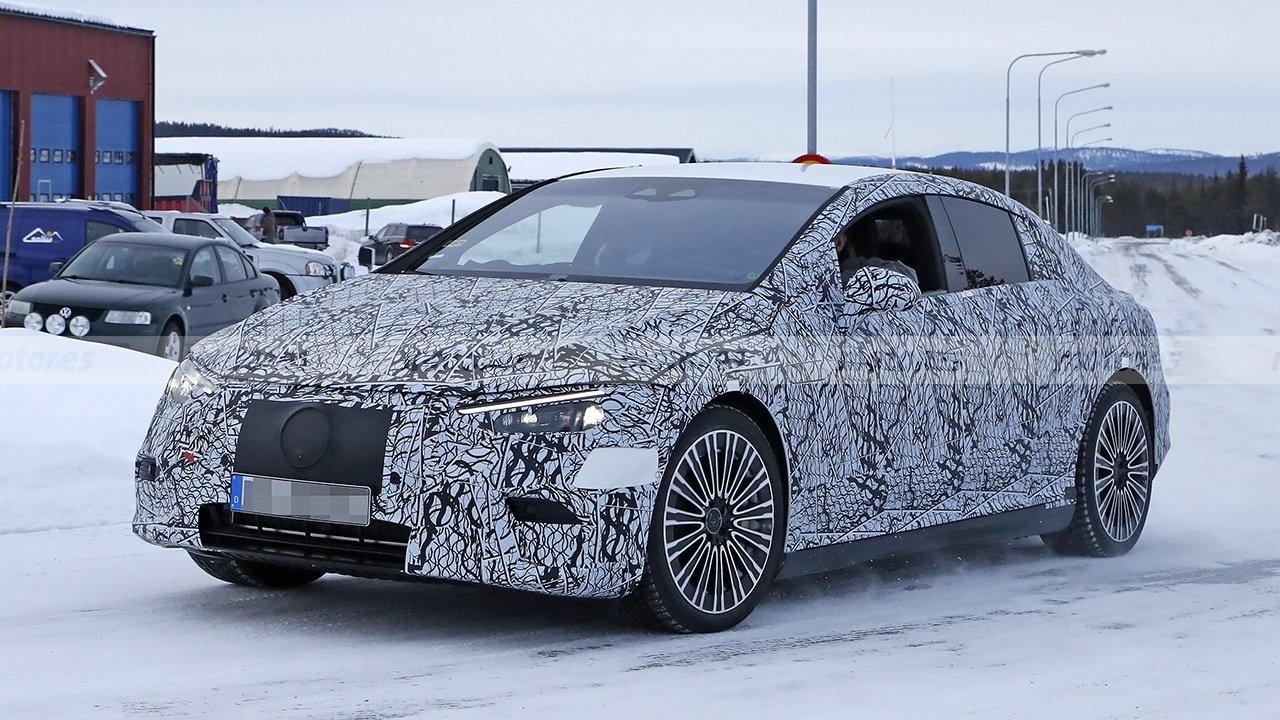 Nuova Mercedes EQE ultimo prototipo foto spia
