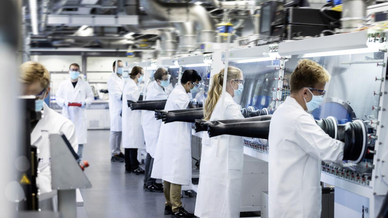 Nuova Mercedes EQS inizio produzione batterie