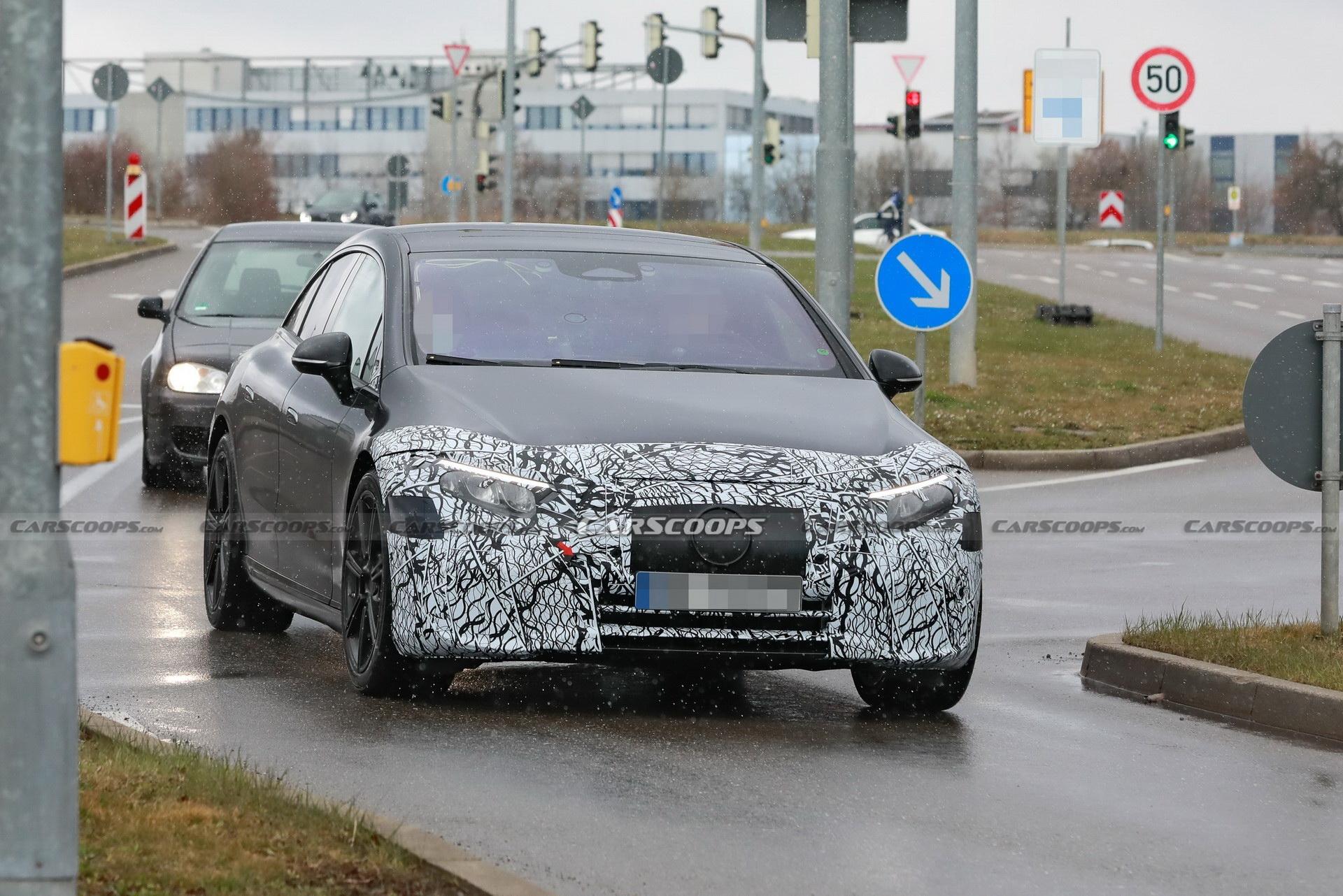 Nuova Mercedes EQS poco camuffamento foto spia