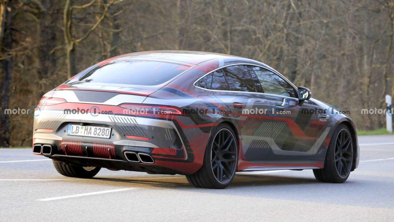 Mercedes-AMG GT 73 e altro prototipo foto spia