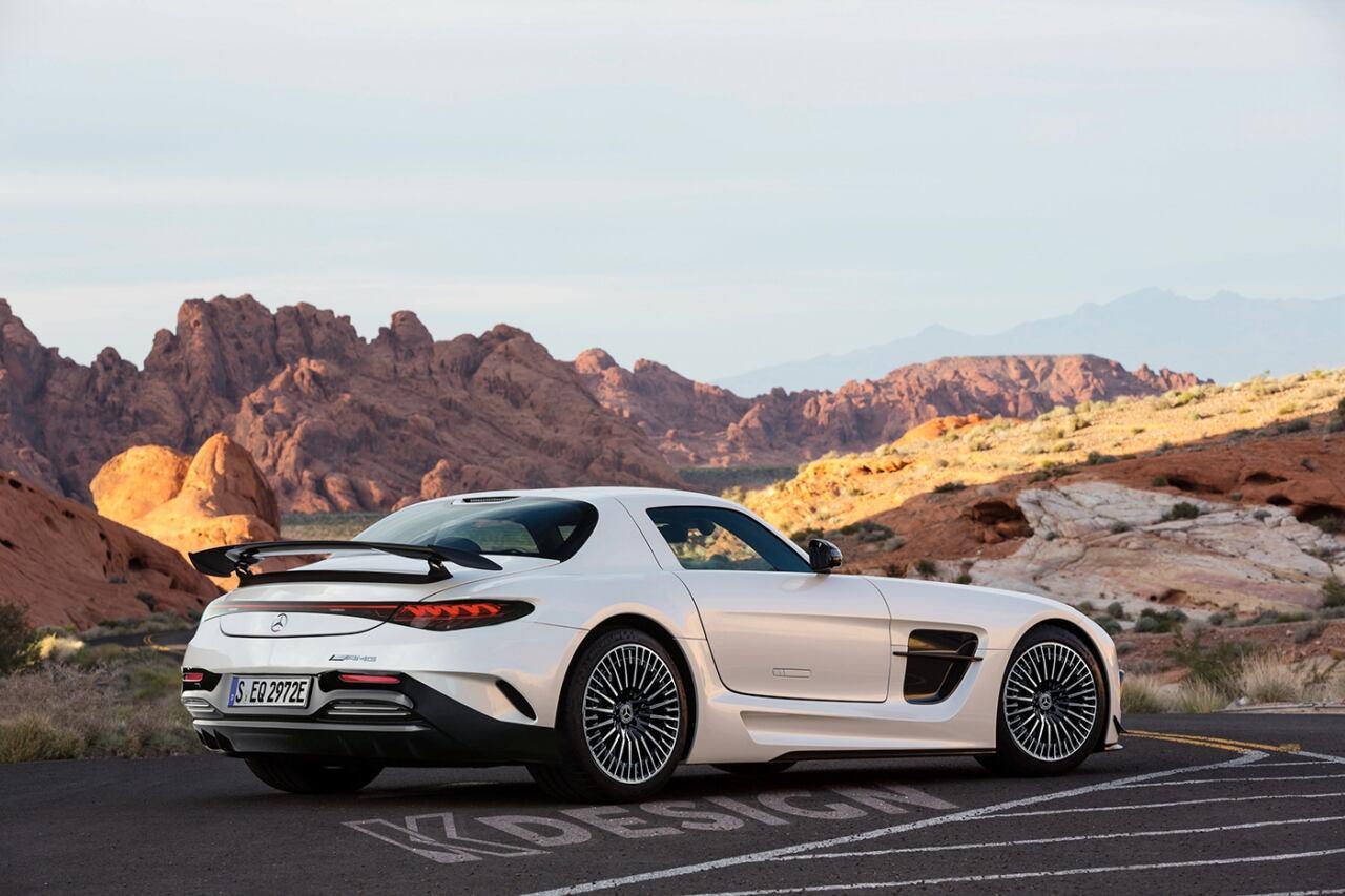 Mercedes-Benz SLS AMG frontale EQS render