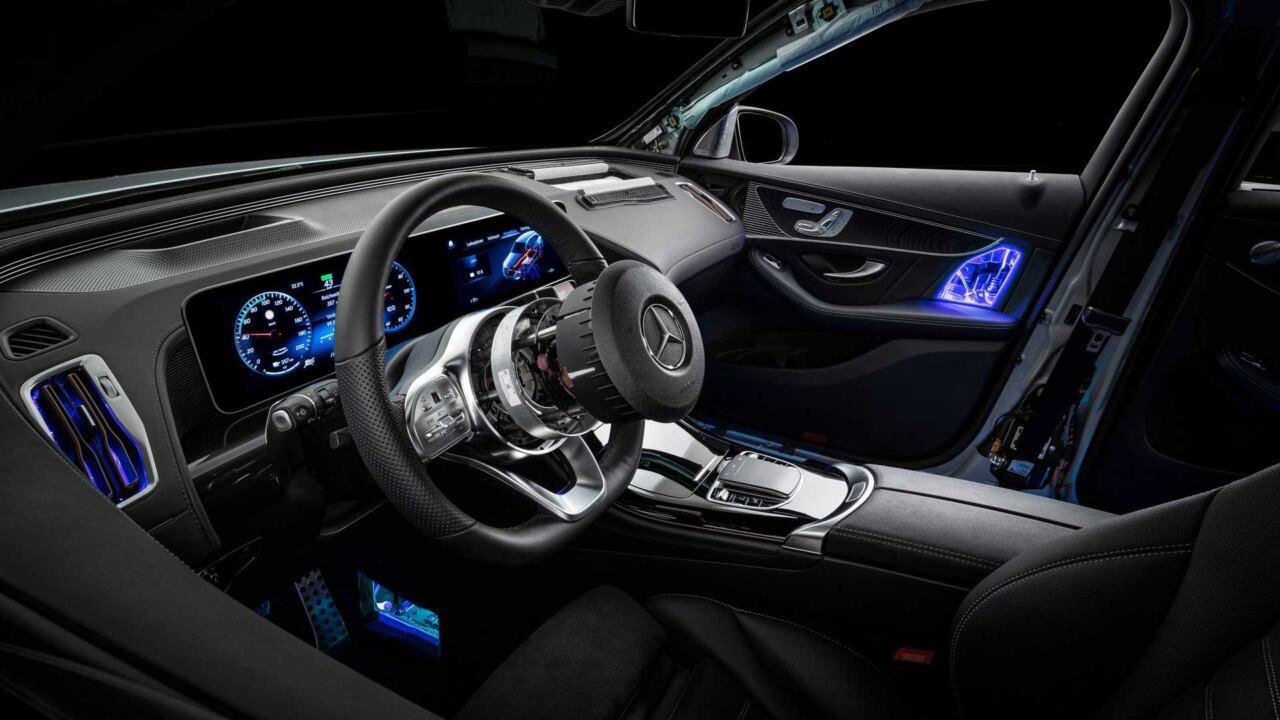 Mercedes EQC trasparente