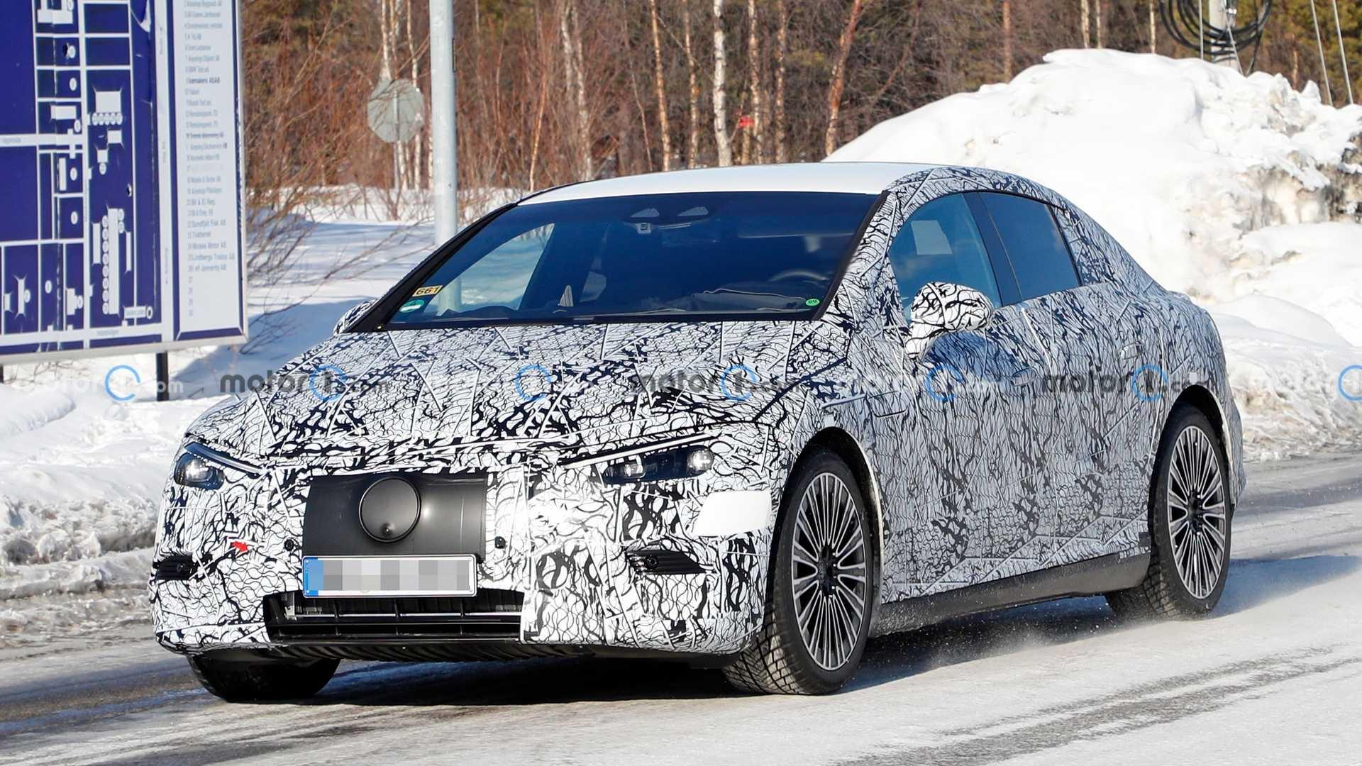 Mercedes EQE ultimo prototipo nuova carrozzeria foto spia
