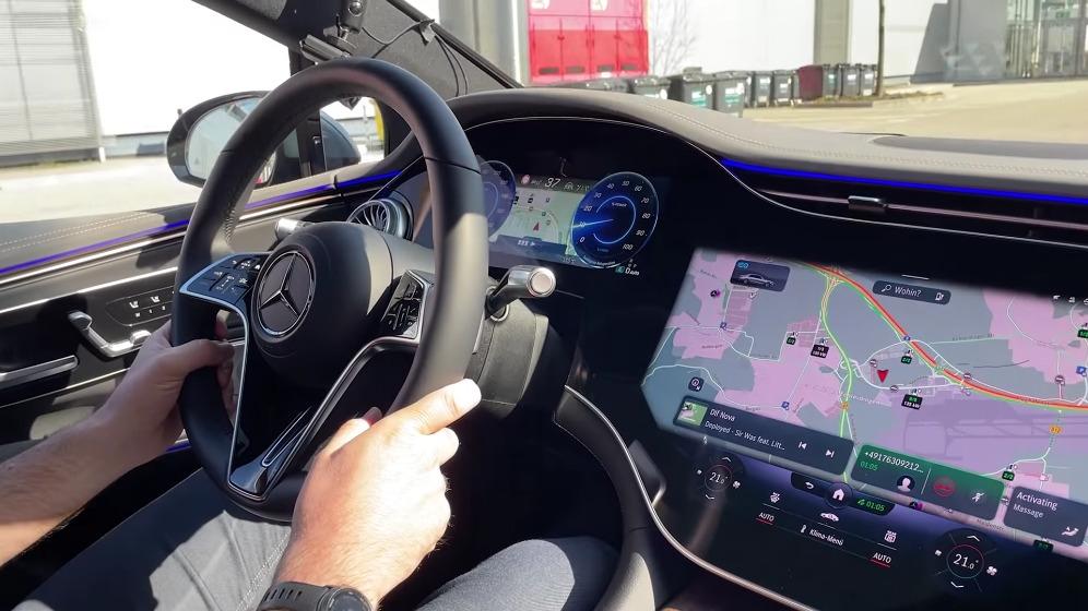 Mercedes EQS test strada