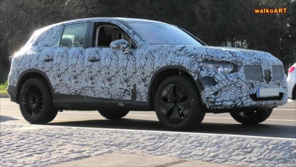 Nuovo Mercedes GLC foto spia interni
