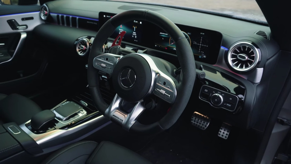 Mercedes-AMG A 45 S vs CLA 45 S drag race