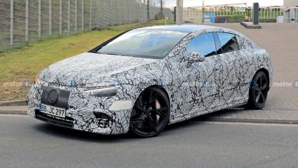 Mercedes-AMG EQE prime foto spia