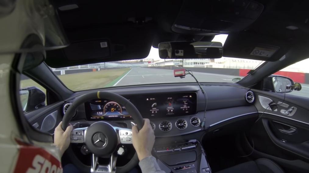 Mercedes-AMG GT 63 S vs Porsche Panamera Turbo S test velocità