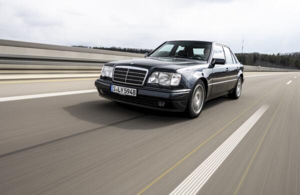 Mercedes-Benz 500 E 30 anni