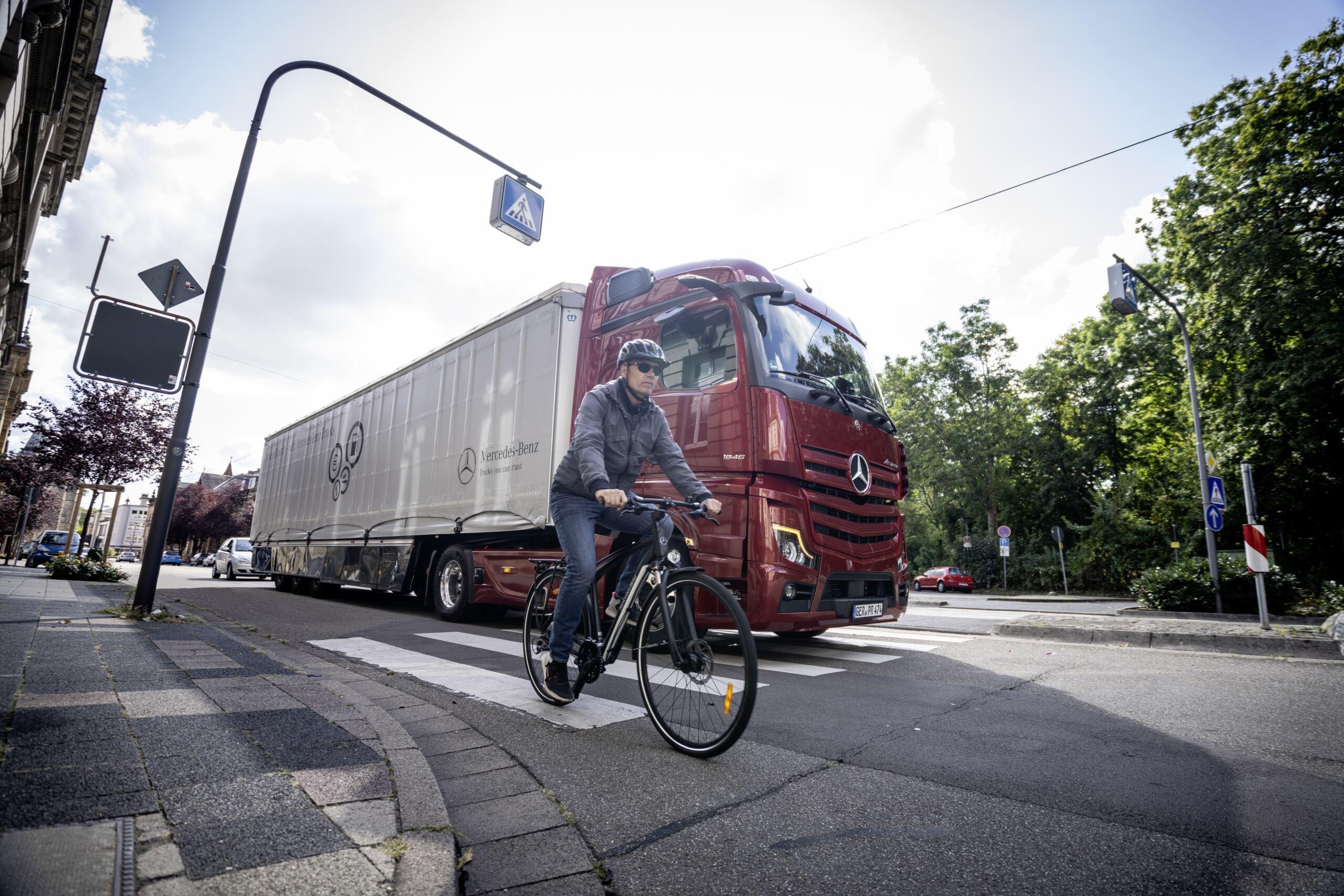 Mercedes-Benz Trucks Sideguard Assist