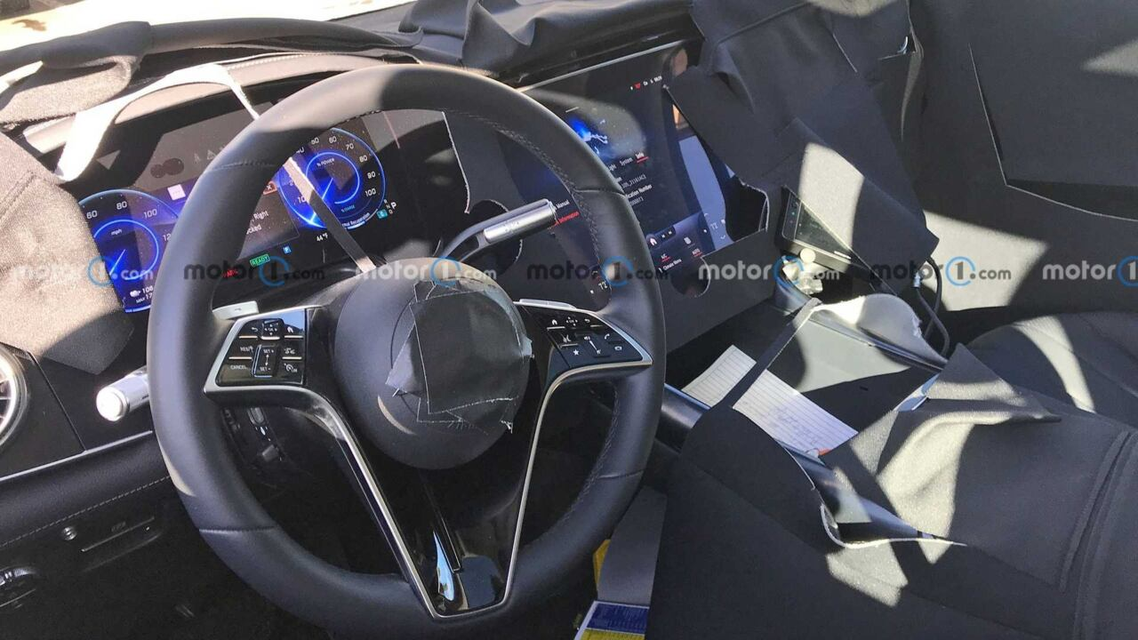 Mercedes EQS SUV interni foto spia