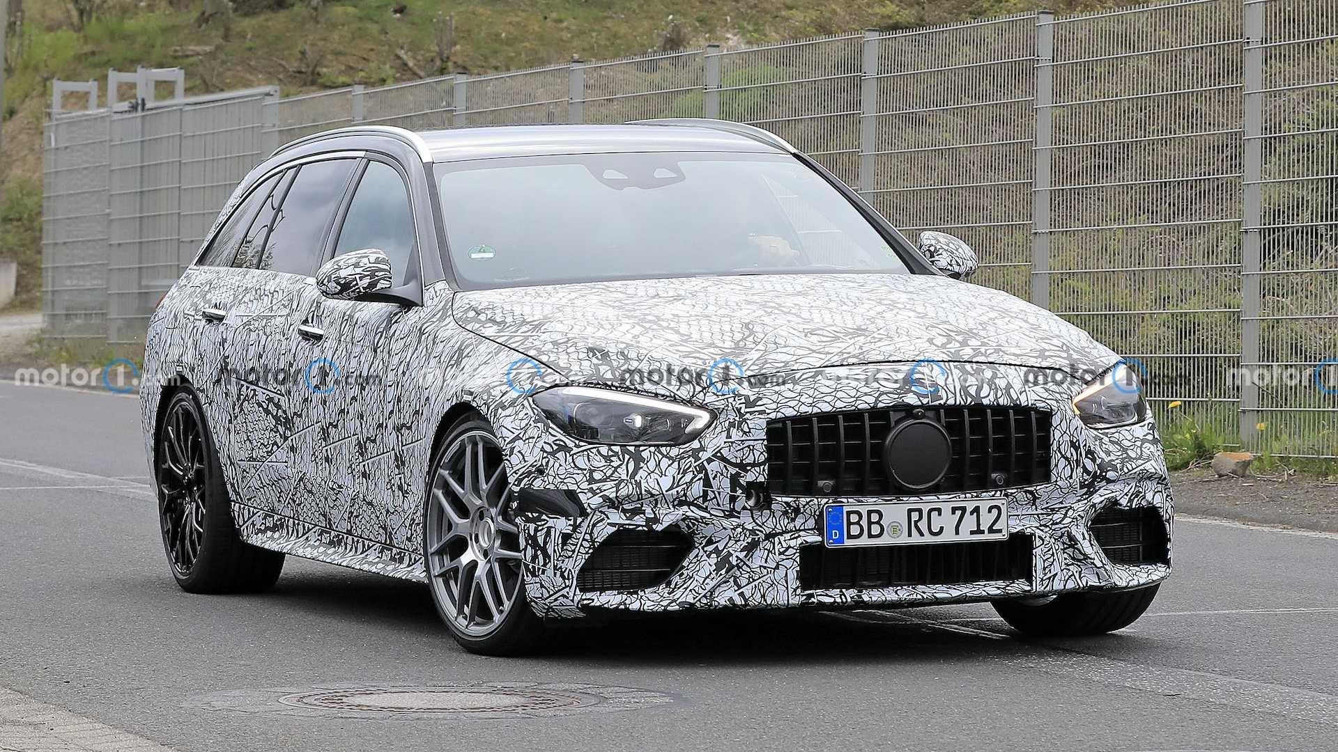 Nuova Mercedes-AMG C 63 Wagon prototipo Nurburgring