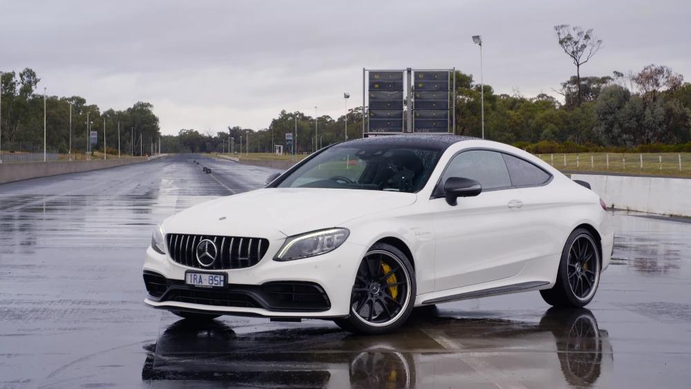 Mercedes-AMG C 63 S vs BMW M3 Competition drag race