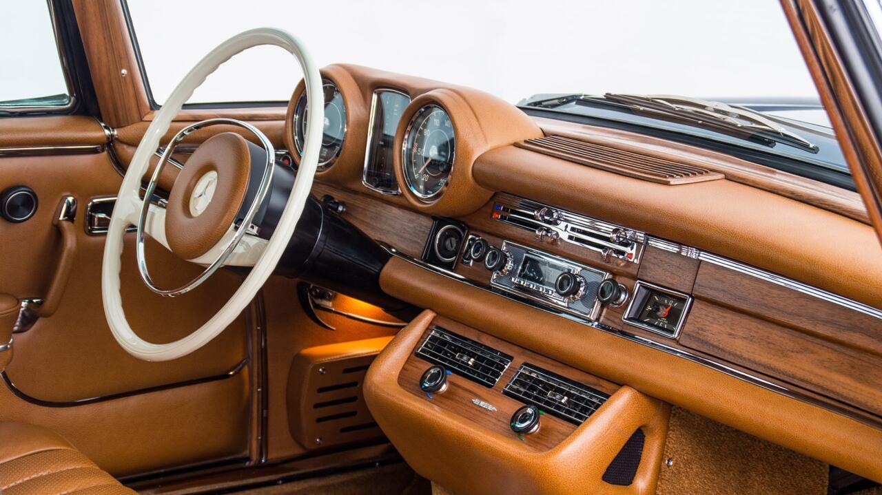 Mercedes-Benz W111 restomod