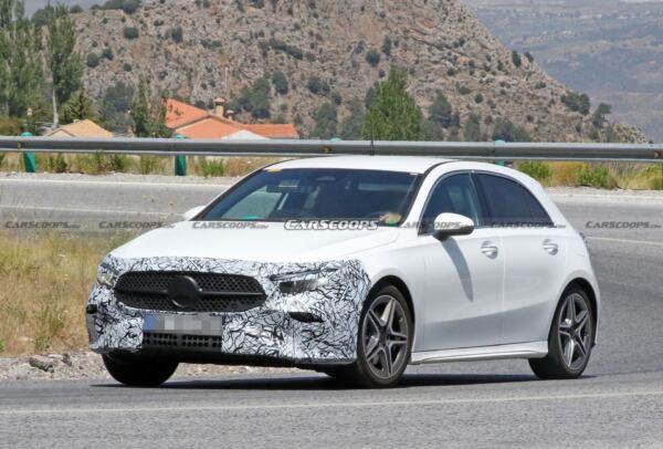 Mercedes Classe A restyling foto spia