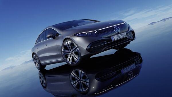 Mercedes EQS ruote posteriori sterzanti abbonamento