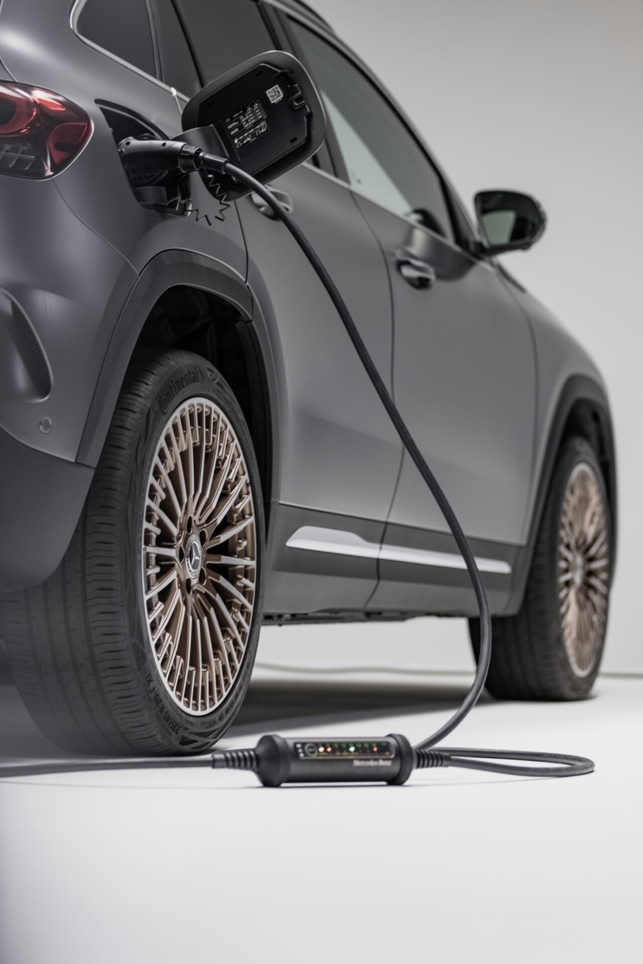 Mercedes nuovo sistema di ricarica flessibile EQ