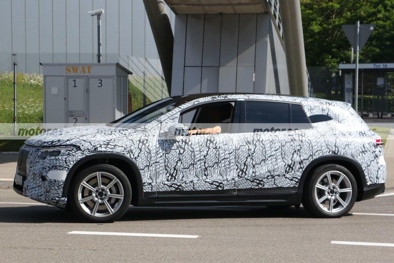 Nuovo Mercedes EQS SUV foto spia